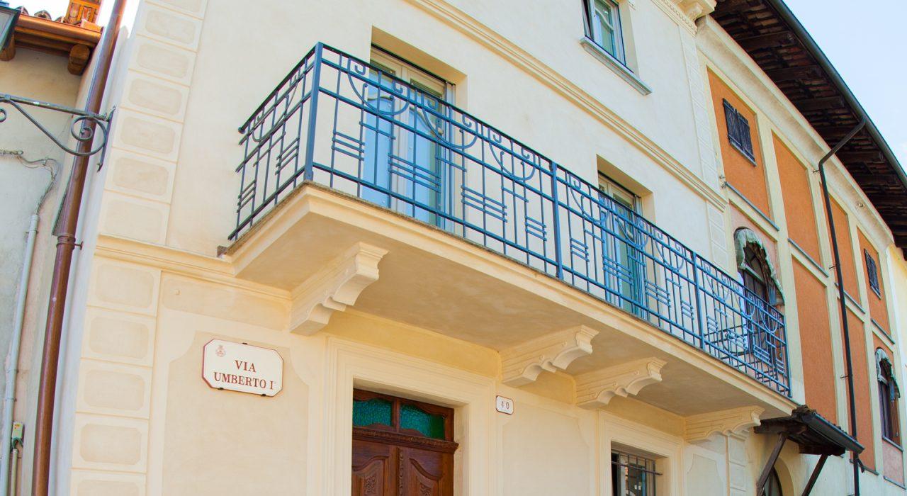 dettaglio facciata palazzo storico - comune di verduno