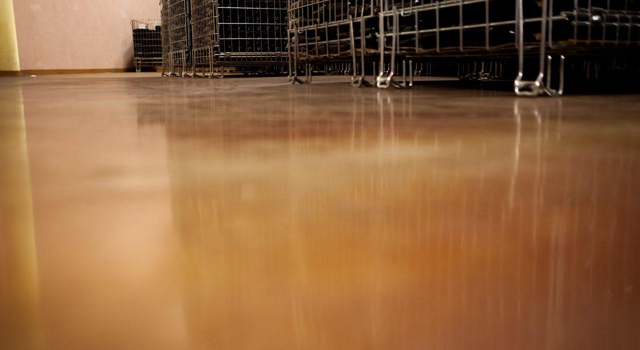 dettaglio pavimentazione in resina cantina - comune di Verduno